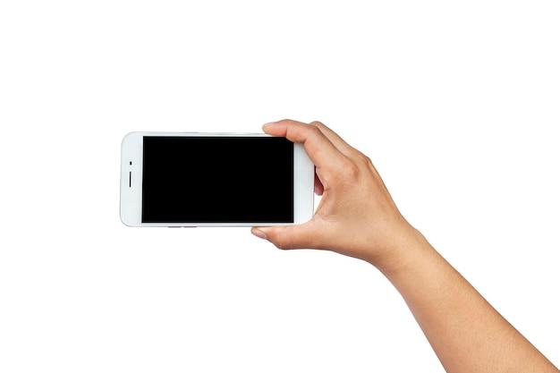 Téléphone portable avec écran noir dans les mains de l'homme isolé sur fond blanc avec le chemin de détourage.