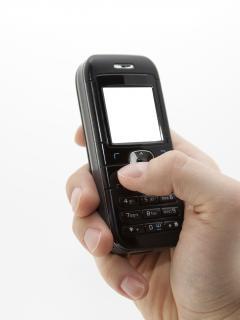 Téléphone portable à la main