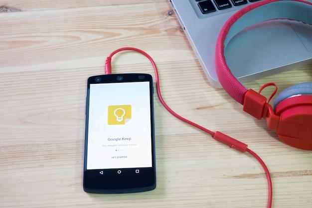Le téléphone portable a ouvert l'application google keep.