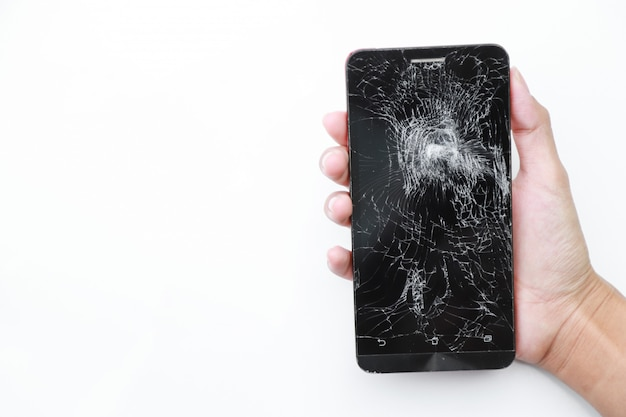 Téléphone s'est écrasé sur blanc