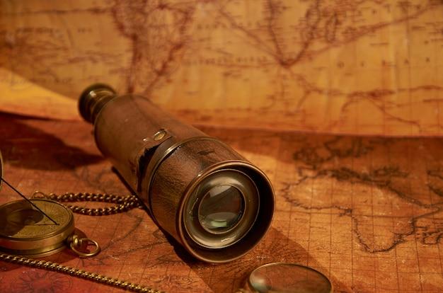 Télescope rétro se trouvant sur l'ancienne carte