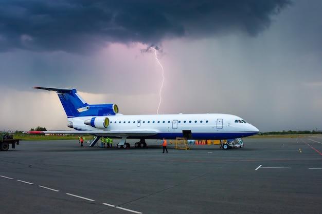 Tempête dans un aéroport de province