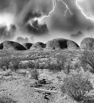 Tempête dans l'outback australien.