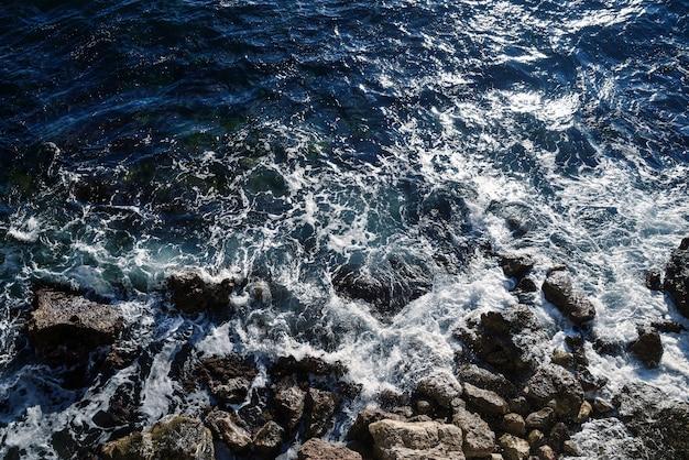 Tempête sur la mer, vue de dessus