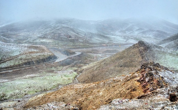 Tempête de neige au col du tichka, les montagnes du haut atlas - maroc