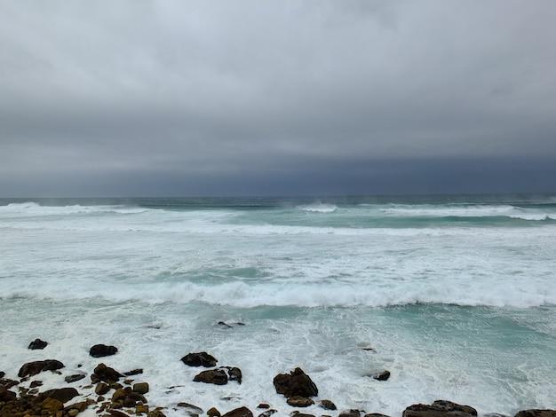 Tempête sur l'océan atlantique, afrique du sud