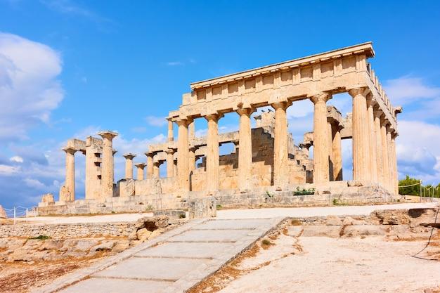 Temple antique d'aphaea, point de repère de l'île d'egine en grèce