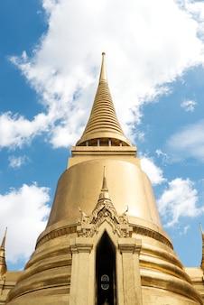 Un temple à bangkok en thaïlande