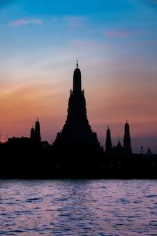 Temple célèbre en thaïlande (wat arun)