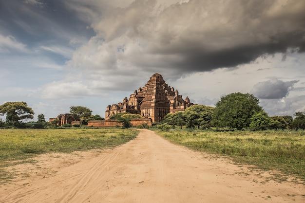 Temple dhammayan gyi, old bagan