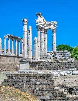 Temple de dionysos dans l'ancienne ville de pergame, turquie