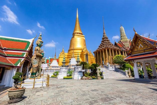 Temple du bouddha d'émeraude ou temple wat phra kaew, bangkok, thaïlande