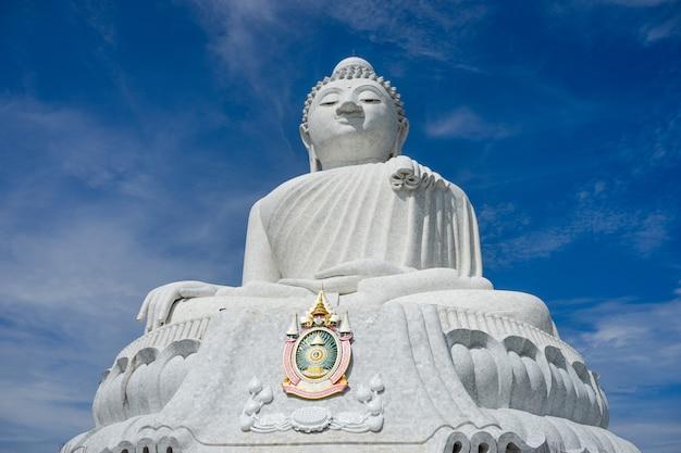 Le temple du grand bouddha (phraphutthamingmongkhol-akenagakhiri), phuket, thaïlande.
