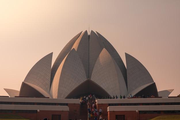 Temple du lotus de la religion bahai à new delhi, en inde.