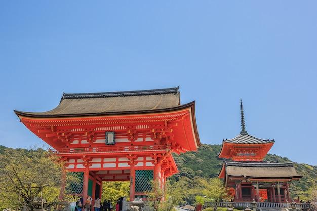 Temple du sanctuaire kiyomizu-dera à kyoto. monuments historiques de l'ancienne kyoto.