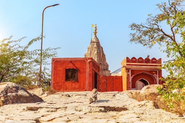 Temple du soleil jaipur dans le complexe de galta ji, inde.