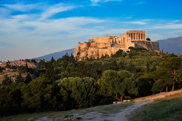Temple emblématique du parthénon sur l'acropole d'athènes, grèce