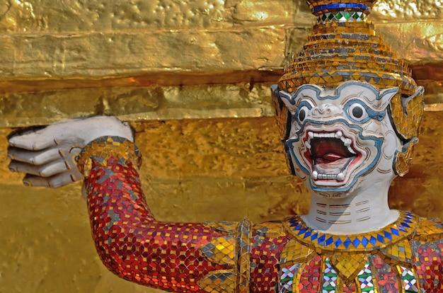 Temple géant du wat pra kaeo, thaïlande