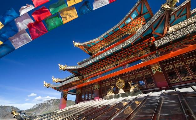 Temple guishan dans la vieille ville de dukezong, shangri-la (zhongdian), yunnan chine