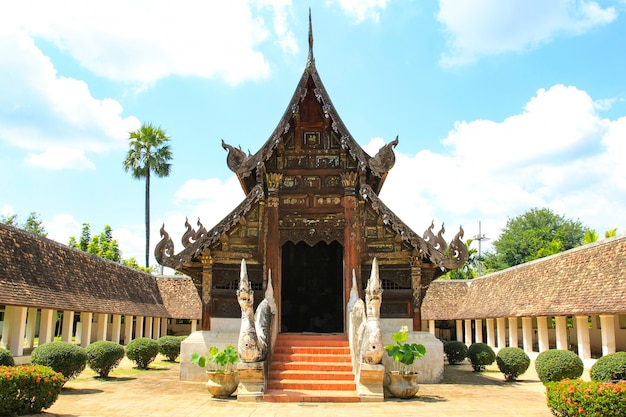 Temple intharawat ou wat ton kwen à chiang mai, thaïlande.