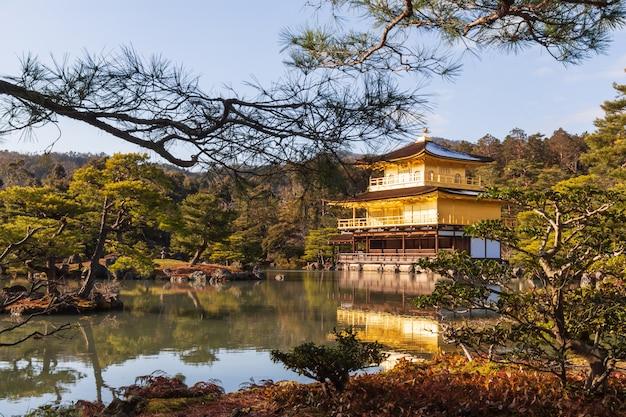 Temple kinkakuji (temple rokuon-ji) (pavillon d'or) à kyoto, japon