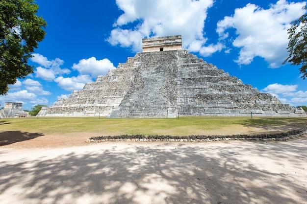 Temple de kukulkan, pyramide de chichen itza, yucatan, mexique