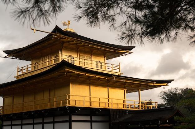 Temple d'or à kyoto, au japon.