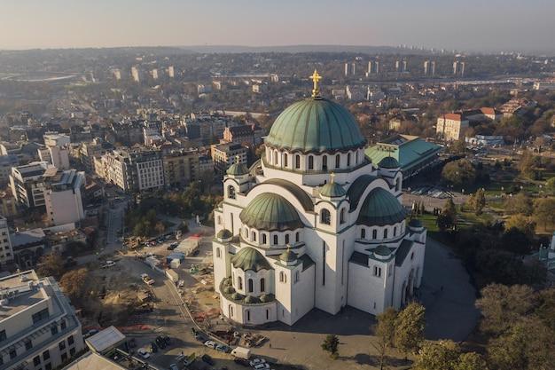 Temple de saint sava à belgrade. vue aérienne