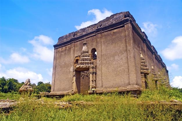 Temple sous-marin en thaïlande
