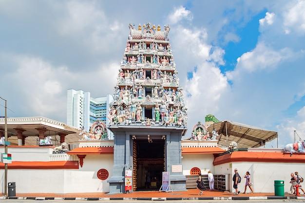 Temple sri mariamman dans le quartier chinois de singapour