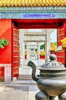 Temple de la terre (également appelé parc ditan), pékin, chine.concentrez-vous sur les portes.