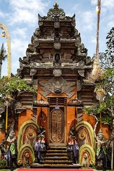 Temple traditionnel de bali. religion de l'hindouisme balinais.