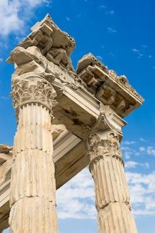 Temple de trajan dans la ville antique de pergame, bergame, turquie