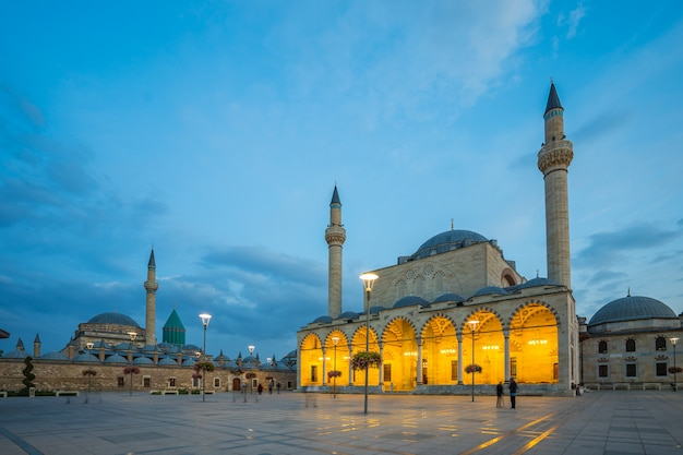 Temple turc sur une place de la ville