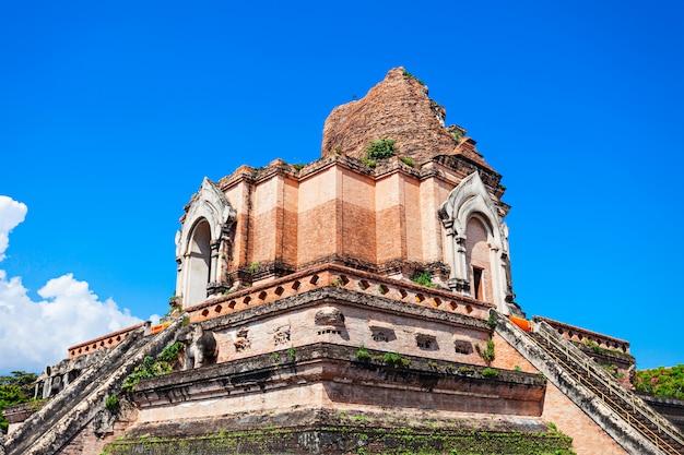 Temple wat chedi luang à chiang mai en thaïlande