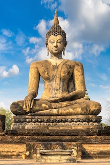 Temple wat mahathat dans le parc historique de sukhothai