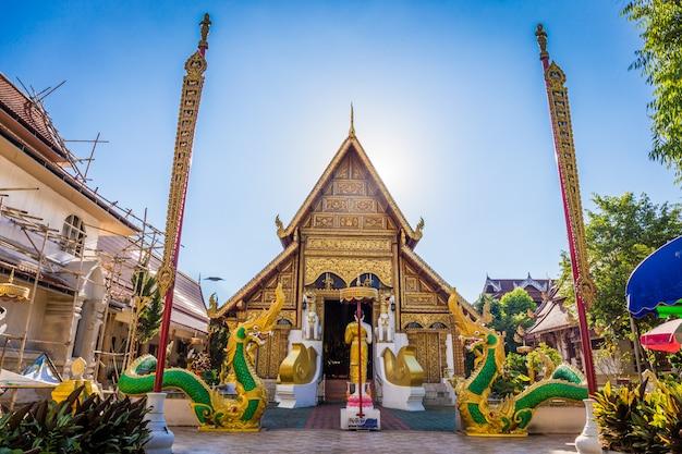 Le temple wat phra singh est un temple bouddhiste situé à chiang rai, dans le nord de la thaïlande.