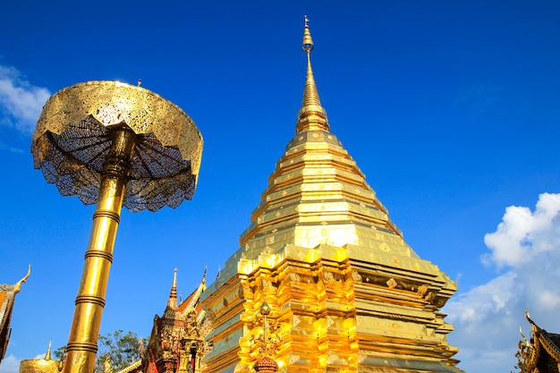 Temple wat phra that doi suthep à chiang mai, thaïlande.