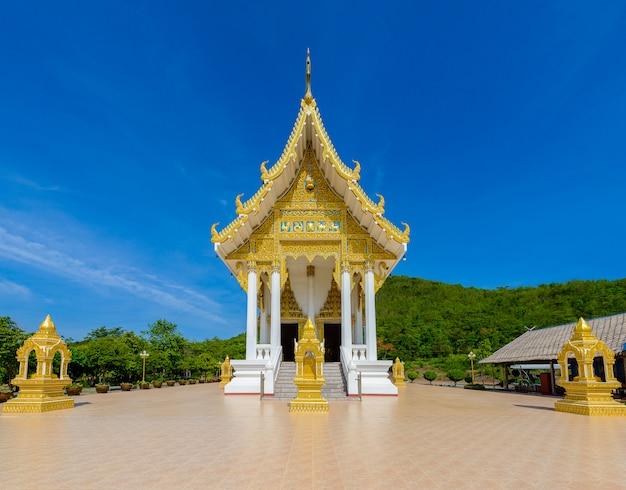 Temple wat thipsukhontharam, province de kanchanaburi, thaïlande