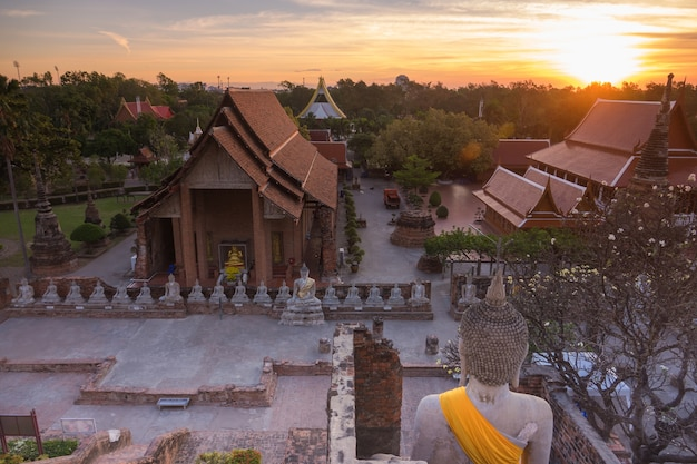 Temple wat yai chai mongkol dans la province d'ayutthaya en thaïlande, patrimoine de l'unesco