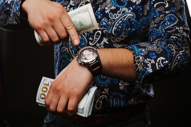 Le temps, c'est de l'argent le concept de temps et d'argent