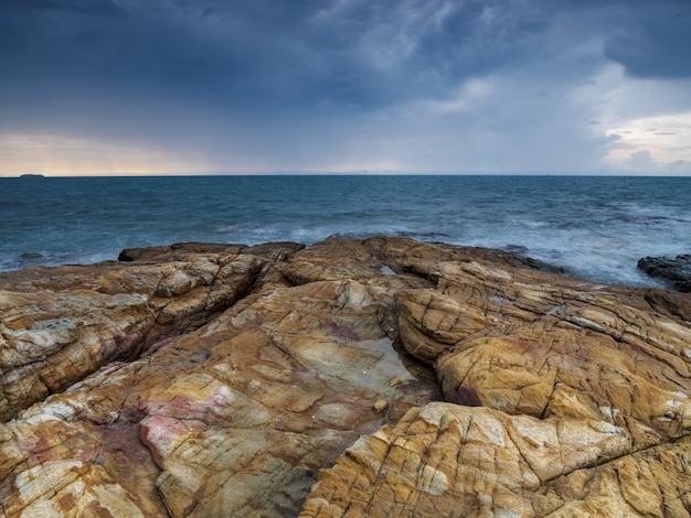 Temps orageux sur la mer