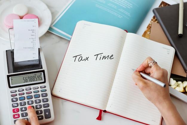 Temps pour les impôts de l'argent comptabilité financière fiscalité concept