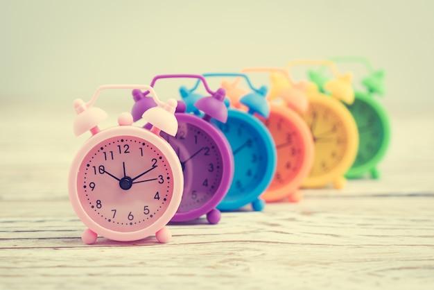 Temps vieille cloche montre blanc
