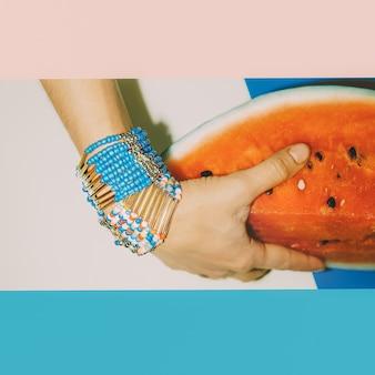 Tendance fraîche de l'été. bracelets d'accessoires lumineux. mode dame style.