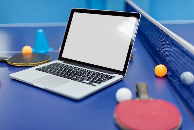 Tennis de table ping-pong friends sport concept
