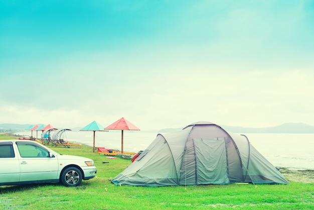 Tente de voyage en été