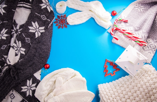 Tenue féminine d'hiver. ensemble de vêtements et accessoires. vêtements tricotés. copie