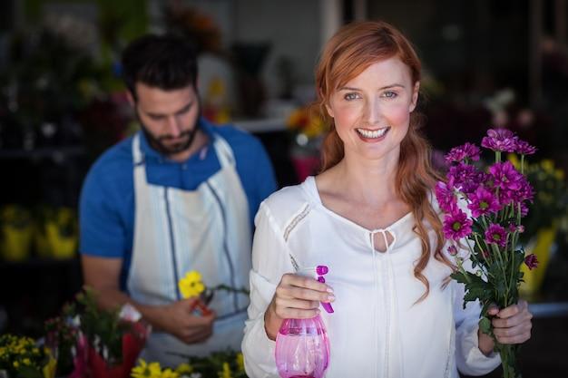 Tenue femme, bouquet fleurs, quoique, homme, préparer, bouquet fleur