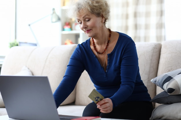Tenue femme, carte crédit, quoique, séance, ordinateur portable